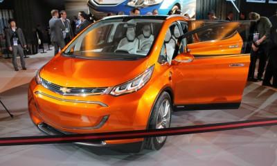 chevy-bolt-concept-detroit-auto-show-200-mile-range-ev-volt-all-new-2016-press-conference-exterior-design-smile-grille-interior